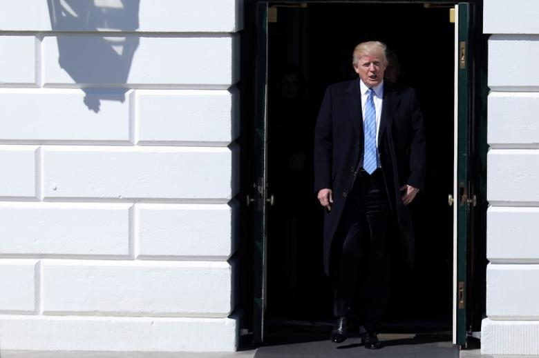 U.S. President Donald Trump welcomes truckers and CEOs to attend a meeting regarding healthcare at the White House in Washington, U.S., March 23, 2017.  REUTERS/Carlos Barria