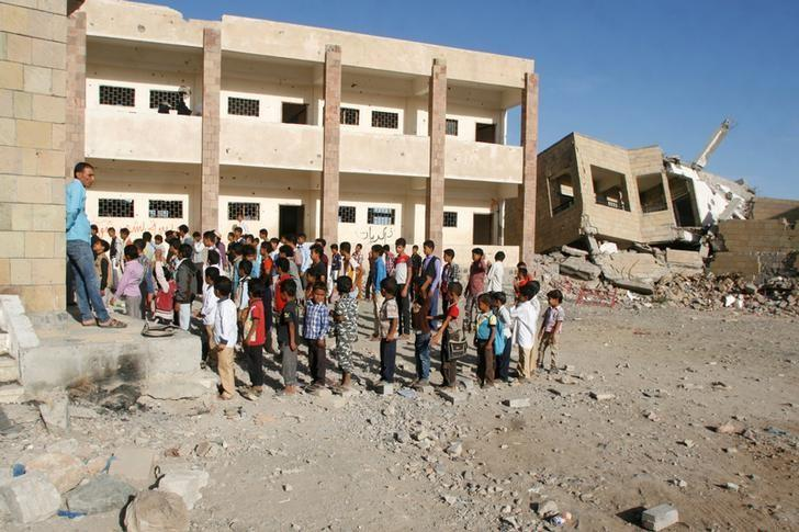 Students attend the morning drill at the yard of a damaged school in the southwestern city of Taiz, Yemen March 19, 2017. REUTERS/Anees Mahyoub