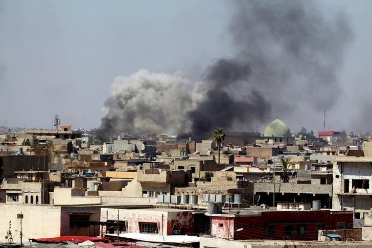 Smoke rises over the city during clashes between Iraqi forces and Islamic State militants, in Mosul, Iraq March 25, 2017. REUTERS/Khalid al Mousily