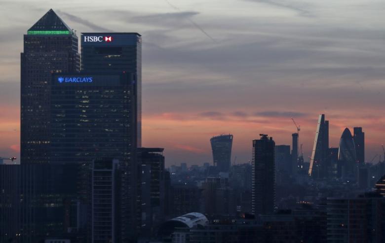 2016年12月14日,英国伦敦,暮色中的金融区--金丝雀码头。REUTERS/Eddie Keogh