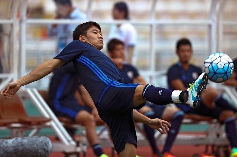 Football Soccer - Japan national soccer team training - World Cup 2018 Qualifier - Rajamangala National Stadium, Bangkok, Thailand - 5/9/16 Japan's Shinji Kagawa during training. REUTERS/Athit Perawongmetha