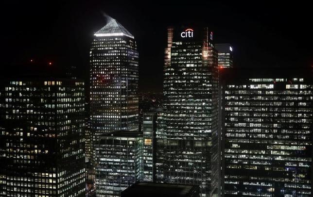 3月27日、Z/Yenの調査によると、ロンドンは世界金融センター指数(GFCI)で首位の座を維持したが、英国の欧州連合(EU)離脱(ブレグジット)通告を控えて、金融業界での評価は昨年9月の前回調査から大きく低下した。写真はロンドン・カナリーワーフ金融街。1月撮影(2017年 ロイター/Kevin Coombs)