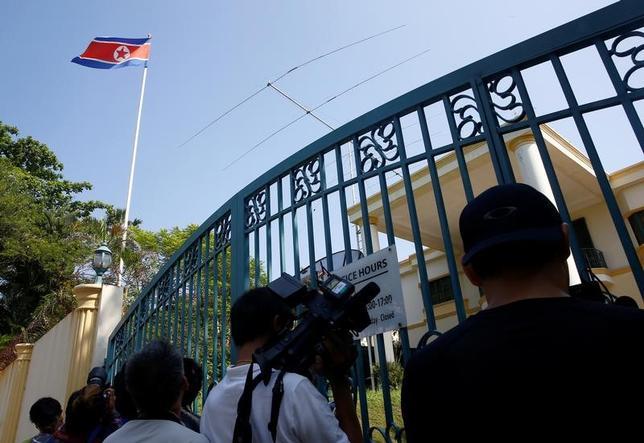 3月28日、北朝鮮の金正恩・朝鮮労働党委員長の異母兄、金正男氏がマレーシアの空港で殺害された事件に関連し、マレーシアのスブラマニアム保健相は、同氏の遺体はまだクアラルンプールに安置されていると明らかにした。写真は同地で9日撮影(2017年 ロイター/Edgar Su)