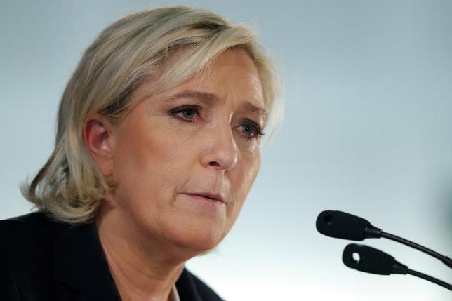 3月28日、フランスの極右政党、国民戦線(FN)のルペン党首は同国がユーロを離脱しフランを復活させた場合、通貨切り下げにはつながらないとの見方を示した。27日撮影(2017年 ロイター/Stephane Mahe)