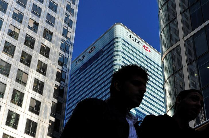 The HSBC headquarters building is seen in the Canary Wharf financial district in London, Britain, March 7, 2011.    REUTERS/Toby Melville/File Photo
