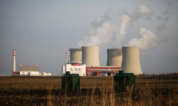 A view of the Czech nuclear power plant station Temelin near the South Bohemian city of Tyn nad Vltavou March 14, 2011. The U.S. Westinghouse unit of Japan's Toshiba has been told it has taken the lead in a tender to expand the Czech Temelin nuclear power plant after the evaluation of initial bids, Westinghouse Chief Executive Daniel Roderick said on March 25, 2013. Picture taken March 14, 2011. REUTERS/Petr Josek (CZECH REPUBLIC  - Tags: POLITICS ENERGY BUSINESS)
