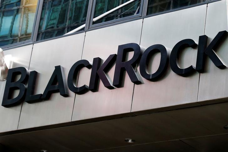 The BlackRock logo is seen outside of its offices in New York City, U.S. on October 17, 2016.  REUTERS/Brendan McDermid/File Photo