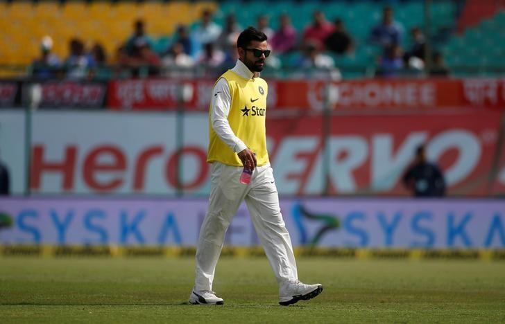 Cricket - India v Australia - Fourth Test cricket match - Himachal Pradesh Cricket Association Stadium, Dharamsala, India - 25/03/17 - India's Virat Kohli walks off the field after a drinks break. REUTERS/Adnan Abidi
