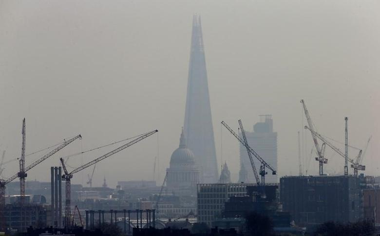 Smog surrounds The Shard and St Paul's Cathedral in London, Britain, April 3, 2014.   REUTERS/Suzanne Plunkett/File Photo