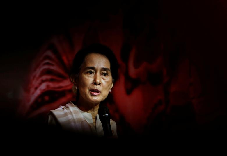 FILE PHOTO: Myanmar's opposition leader Aung San Suu Kyi speaks to the Myanmar community living in Singapore, on the island of Sentosa in Singapore September 22, 2013.   REUTERS/Edgar Su/File Photo