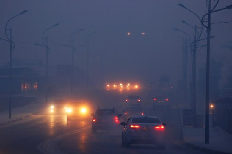 Cars drive through the thick haze on a cold polluted morning in Ulaanbaatar, Mongolia January 19, 2017.   REUTERS/B. Rentsendorj
