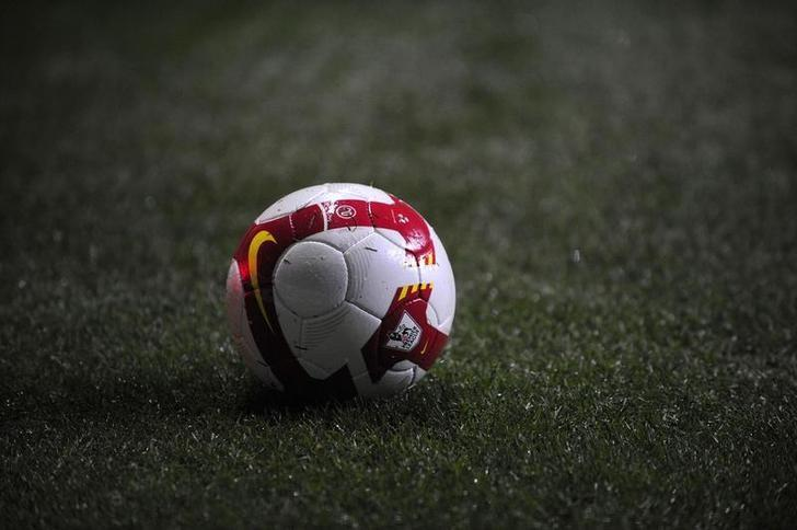 A Premier League football is seen during the English Premier League soccer match between Newcastle United and Manchester United in Newcastle, northern England March 4, 2009. REUTERS/Nigel Roddis/Files