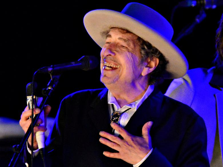 FILE PHOTO: U.S. musician Bob Dylan performs during on day 2 of The Hop Festival in Paddock Wood, Kent on June 30th 2012. REUTERS/Ki Price/File photo