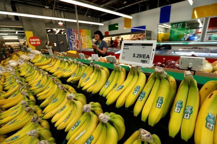 资料图片:2016年5月,洛杉矶一家杂货店待售的香蕉。REUTERS/Mario Anzuoni