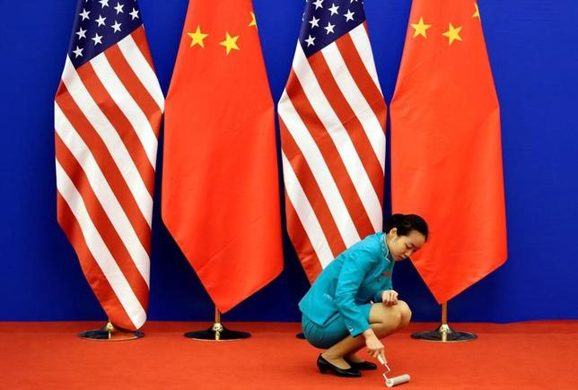 4月1日、中国商務省の報道官は、トランプ米大統領が不公正貿易の是正に向けて新たに2つの大統領令に署名したことを受け、米国に対し、国際貿易ルールの順守と協力および対話の改善を求めた。2014年に北京で行われた米中戦略・経済対話の開場で撮影(2017年 ロイター/Jason Lee)