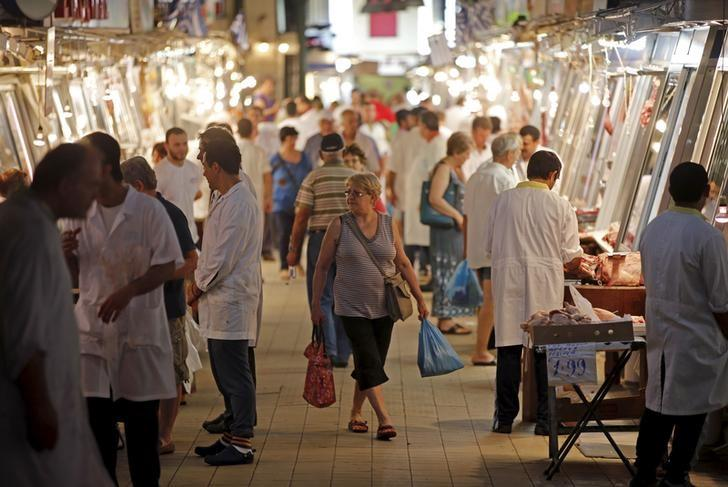 Customers stroll through the main market in central Athens, Greece, July 7, 2015. REUTERS/Jean-Paul Pelissier/Files