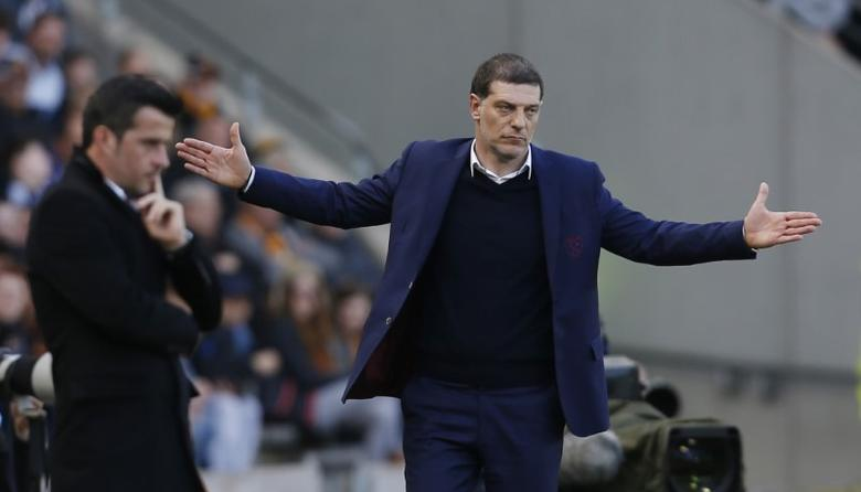 Britain Soccer Football - Hull City v West Ham United - Premier League - The Kingston Communications Stadium - 1/4/17 West Ham United manager Slaven Bilic and Hull City manager Marco Silva  Action Images via Reuters / Ed Sykes Livepic