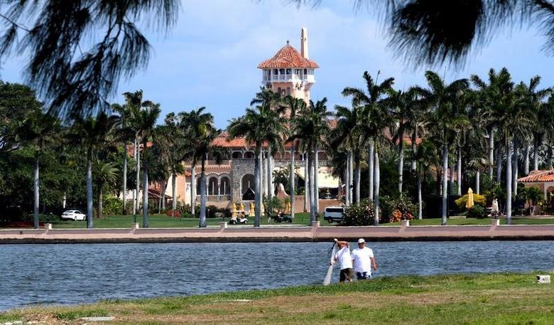 资料图片:2017年2月,美国佛罗里达州棕榈滩的海湖庄园,中美元首4月将在此举行峰会。REUTERS/Joe Skipper