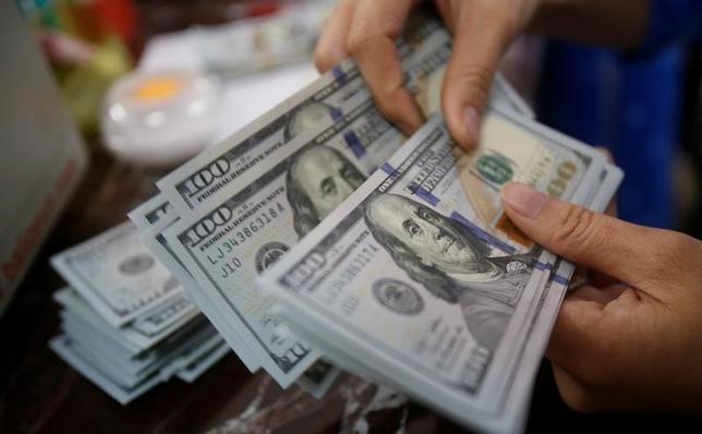 4月5日、正午のドル/円は、ニューヨーク市場午後5時時点とほぼ同水準の110.72/74円。写真はベトナムの首都ハノイで昨年5月撮影(2017年 ロイター/Kham)