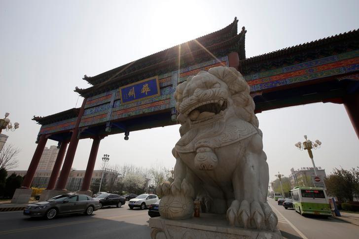 2017年4月3日,河北雄县街上的一座牌楼。REUTERS/Jason Lee
