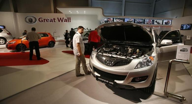 FILE PHOTO: People look at cars of Chinese automaker Great Wall Motor Co Ltd displayed during the Sofia Motor Show 2011 in Sofia June 15, 2011. REUTERS/Stoyan Nenov