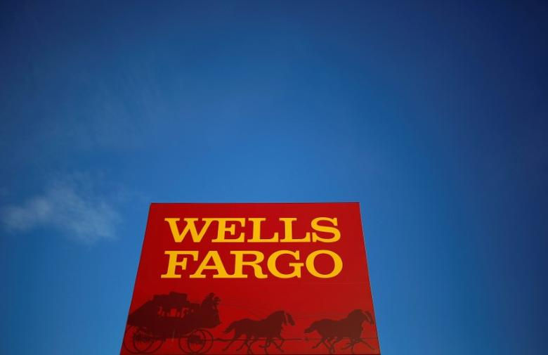FILE PHOTO -  A Wells Fargo branch is seen in the Chicago suburb of Evanston, Illinois, U.S. on February 10, 2015.  REUTERS/Jim Young/File Photo