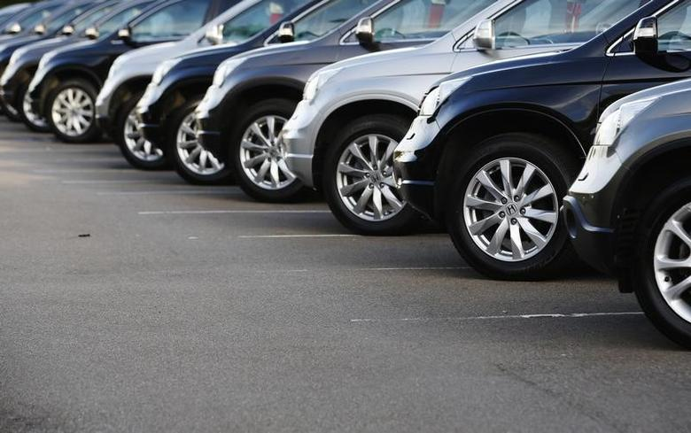 FILE PHOTO: Cars are displayed outside a showroom in west London October 4, 2013. REUTERS/Luke MacGregor