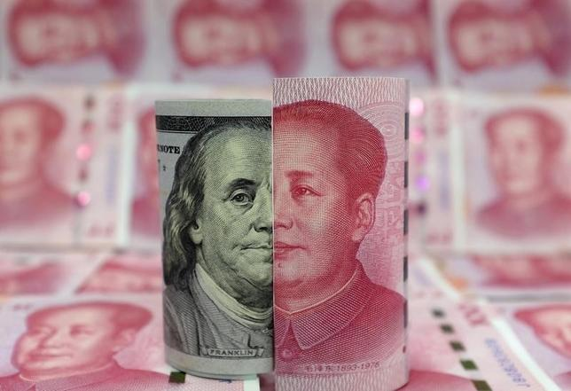 4月5日、トランプ米政権が来週公表予定の為替報告書で中国を為替操作国と認定する可能性は低いとの見方が専門家の間で強まっている。写真は昨年1月中国・北京で撮影(2017年 ロイター/Jason Lee)