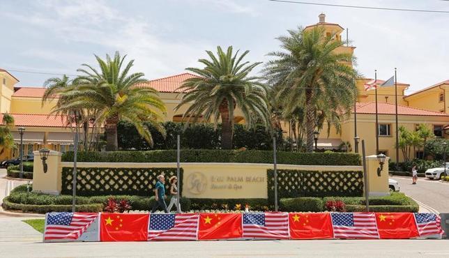 4月5日、トランプ米大統領は6日─7日、フロリダ州パームビーチの高級別荘「マールアラーゴ」で中国の習近平国家主席との初会談に臨む。写真は習近平国家主席の宿泊先となるオー パーム ビーチ リゾート & スパ(2017年 ロイター/Joe Skipper)