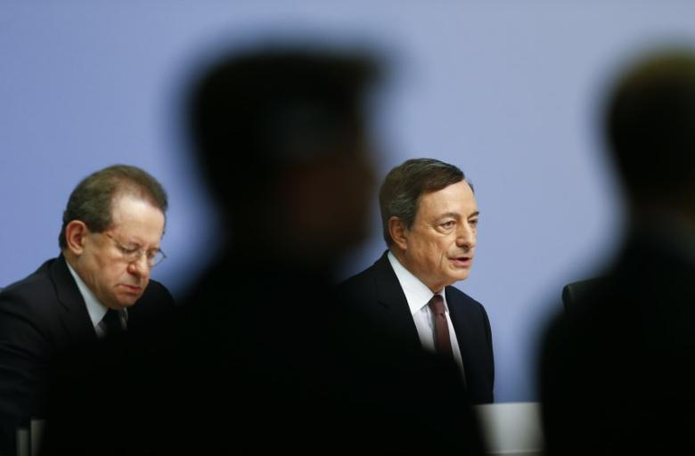 European Central Bank (ECB) President Mario Draghi and vice president Vitor Constancio attend a news conference at the ECB headquarters in Frankfurt, Germany, April 21, 2016.   REUTERS/Ralph Orlowski