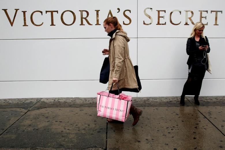 FILE PHOTO: A customer passes by an L Brands Inc., Victoria's Secret retail store in Manhattan, New York, U.S., May 13, 2016.  REUTERS/Brendan McDermid