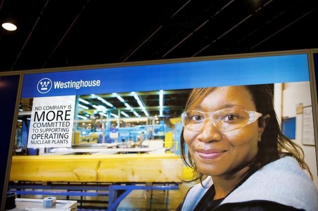 4月6日、日米両政府は、東芝の米原発子会社ウエスチングハウスが連邦破産法の適用を申請したことで、米国の技術に関する機密情報やインフラが中国の手に渡るのを防ぐ方法について協議している。2014年、フランスで行われた世界原子力展示会でのWHの広告(2017年 ロイター/Benoit Tessier)