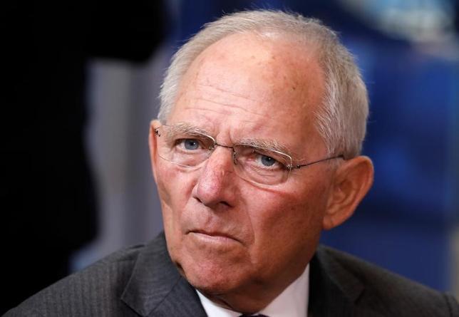 4月6日、ドイツのショイブレ財務相(写真)は、国際通貨基金(IMF)がギリシャ支援プログラムに参加することに期待を示した。写真はブリュッセルで3月撮影(2017年 ロイター/Yves Herman)