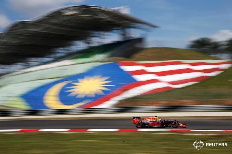 FILE PHOTO: Formula One - F1 - Malaysia Grand Prix - Sepang, Malaysia- 30/9/16  Red Bull's Daniel Ricciardo of Australia in action during first practice. REUTERS/Edgar Su
