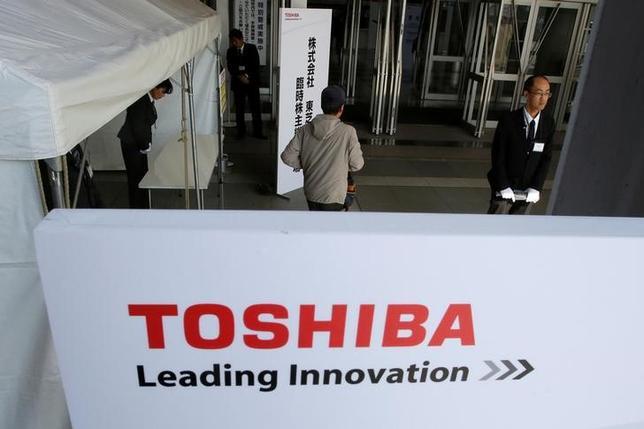 4月7日、旧村上ファンド出身者が設立した投資ファンドのエフィッシモ・キャピタル・マネージメントが、東芝の発行済み株式を9.84%保有していることが判明した。写真は3月、千葉で行われた東芝臨時株主総会で撮影(2017年 ロイター/Toru Hanai)