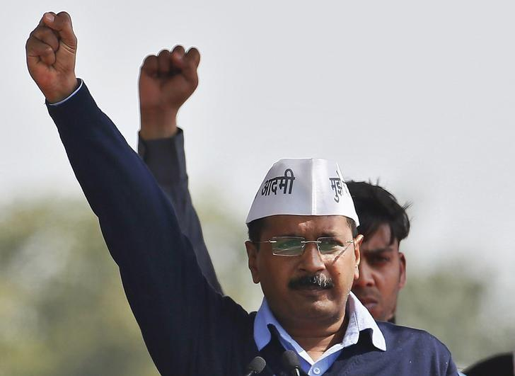 FILE PHOTO: Arvind Kejriwal shouts slogans after taking the oath as the new chief minister of Delhi during a swearing-in ceremony at Ramlila ground in New Delhi February 14, 2015. REUTERS/Anindito Mukherjee/Files