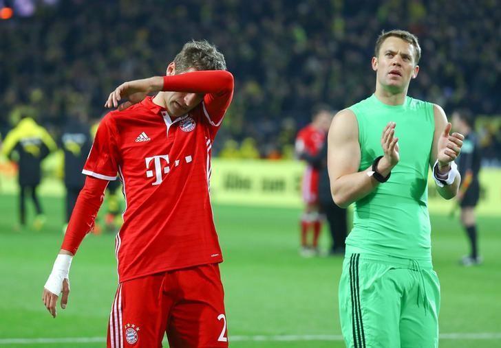 Football Soccer -  Borussia Dortmund v FC Bayern Munich - German Bundesliga - Signal Iduna Park, Dortmund, Germany - 19/11/16 - Munich's goalkeeper Manuel Neuer and Thomas Mueller react after the match.       REUTERS/Kai Pfaffenbach/File Photo