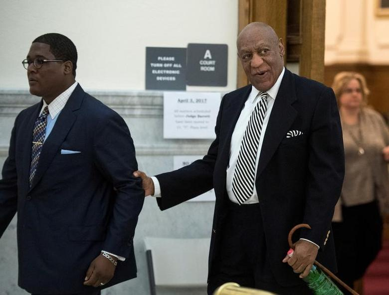 Actor Bill Cosby (R) leaves for a lunch break during a hearing for his upcoming sexual assault trial at Montgomery County Courthouse in Norristown, Pennsylvania, U.S., April 3, 2017.  REUTERS/Clem Murray/Pool