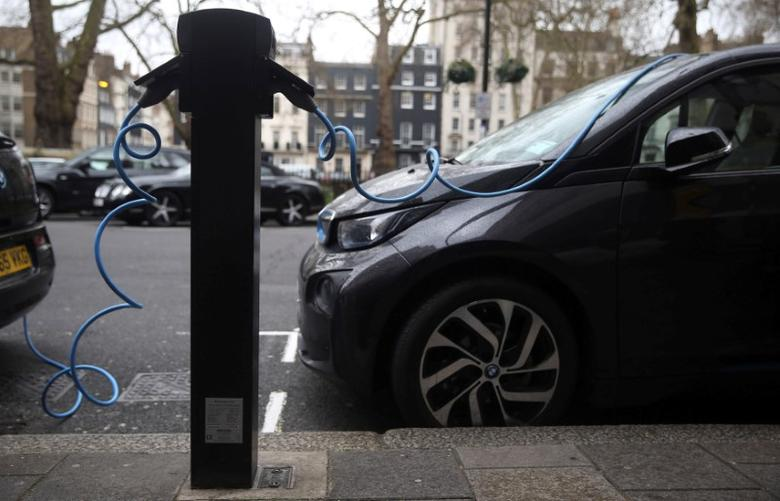 FILE PHOTO: Electric cars are plugged into a charging point in London, Britain, April 7, 2016. REUTERS/Neil Hall/File Photo