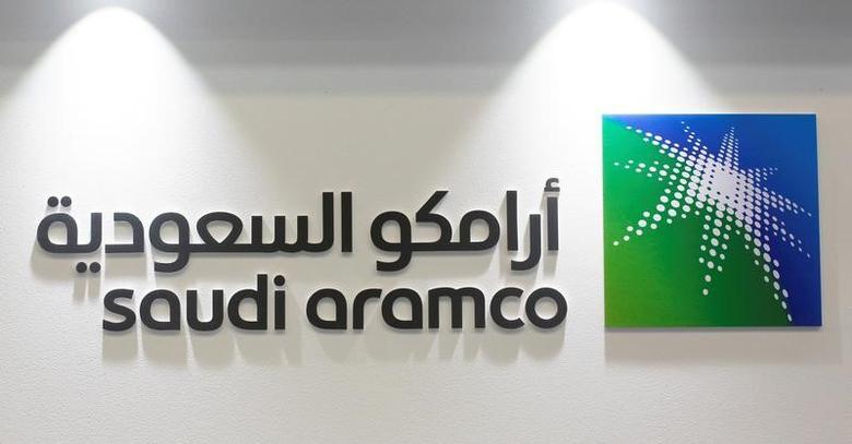 资料图片:2017年3月,麦纳麦第20届中东石油天然气展会现场的沙特阿美公司企业标识。REUTERS/Hamad I Mohammed