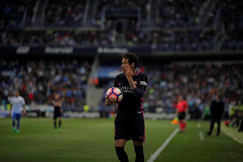 Football Soccer - Malaga v Barcelona- Spanish La Liga Santander - La Rosaleda Stadium, Malaga, Spain - 8/4/17 - Barcelona's Neymar reacts during the match. REUTERS/Jon Nazca
