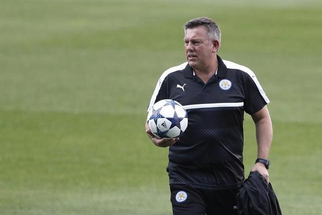 4月11日、サッカーのイングランド・プレミアリーグ、レスターを率いるクレイグ・シェークスピア監督(写真)は、前監督のクラウディオ・ラニエリ氏と口論があったことを否定した(2017年 ロイター)