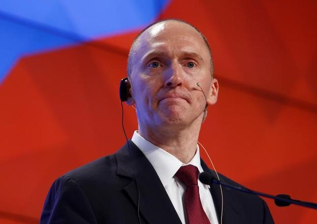 4月11日、米連邦捜査局(FBI)が昨夏、大統領選に絡むロシアとの関係を巡りトランプ陣営顧問の通信を監視する許可を裁判所から得ていたと、ワシントン・ポストが報じた。写真はその対象となっていたとされるトランプ氏の外交政策顧問を務めていたカーター・ペイジ氏。昨年12月モスクワで撮影(2017年 ロイター/Sergei Karpukhin)