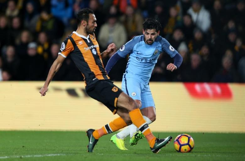 Britain Soccer Football - Hull City v Manchester City - Premier League - The Kingston Communications Stadium - 26/12/16 Hull City's Ahmed Elmohamady in action with Manchester City's Nolito  Reuters / Scott Heppell Livepic