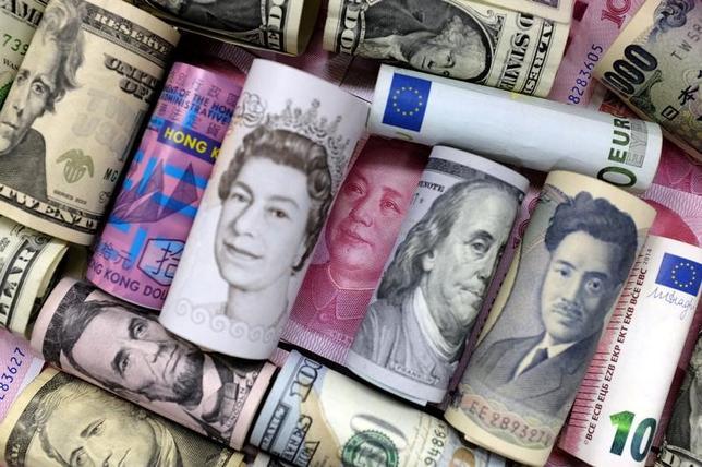 4月12日、トランプ米大統領は、ドルが強くなり過ぎているとし、ドル高はいずれ米経済に打撃を与えるとの考えを示した。2016年1月撮影(2017年 ロイター/Jason Lee)