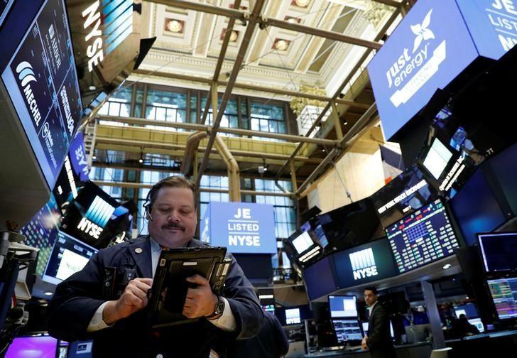 2017年3月30日,美国纽约证交所的交易员。REUTERS/Brendan McDermid