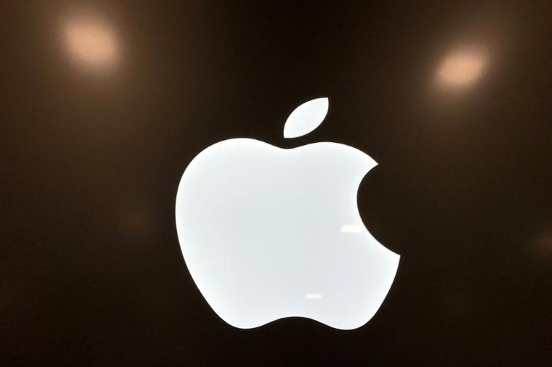 FILE PHOTO: An Apple logo is seen in a store in Los Angeles, California, U.S., March 24, 2017. REUTERS/Lucy Nicholson/File Photo