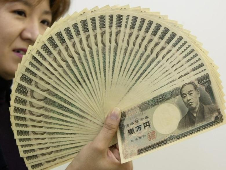 资料图片:2003年10月,日元纸币。REUTERS/Yuriko Nakao