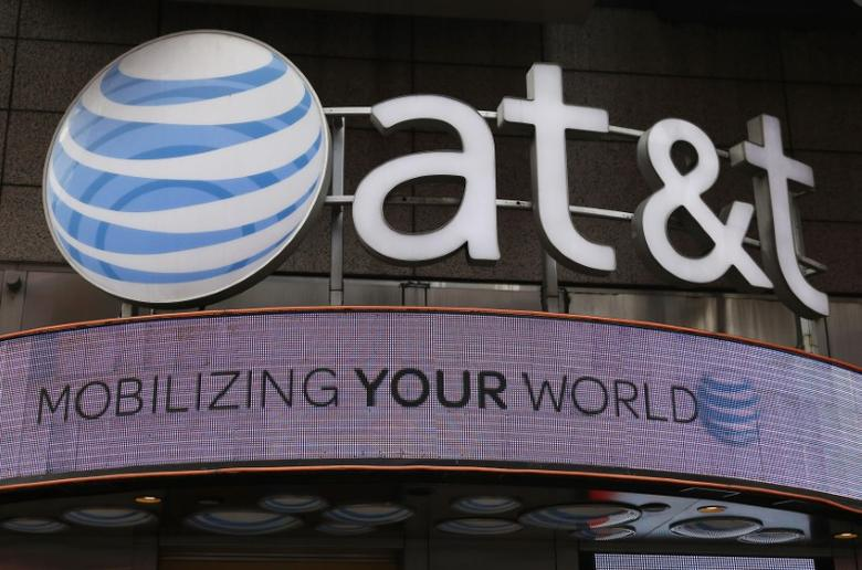 Signage for an AT&T store is seen in New York October 29, 2014.  AT&T Inc has made a bid for Yahoo Inc's internet business, Bloomberg reported on Wednesday, citing people familiar with the matter.   REUTERS/Shannon Stapleton/File Photo - RTX2PXRO