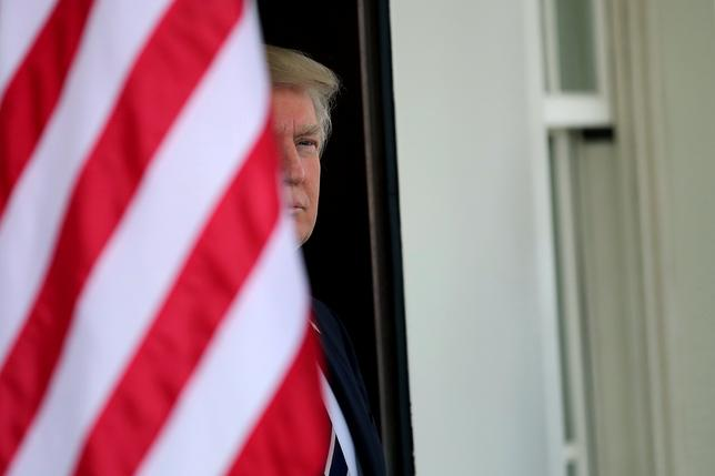 4月13日、米保険福祉省は、医療保険制度(オバマケア)への加入に関する規定の最終案を発表した。トランプ大統領、ホワイトハウスで3日撮影(2017年 ロイター/Carlos Barria)